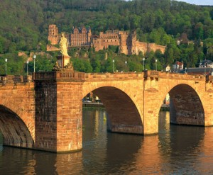 Heilberg: evening view of the old bridge on the Neckar river (Alte Neckarbrücke)