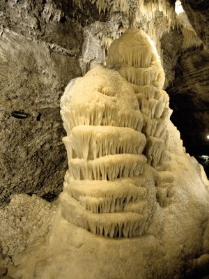 "Buchen (Odenwald): the ""wedding cake"" formation in the Elbstadt dripstone cave (Elbstadter Tropfsteinhöhle)"