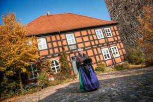 Traditional Fläming region costume, Reissiger House, Bad Belzig