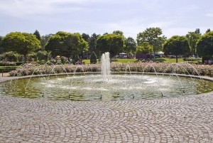 Bonn: fountain in Rheinaue Park