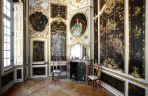 Falkenlust hunting lodge, lacquered chamber